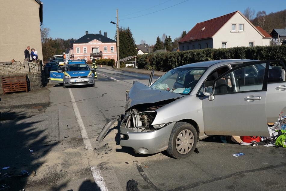 Messi-Auto prallt gegen Mauer: Fahrerin schwer verletzt