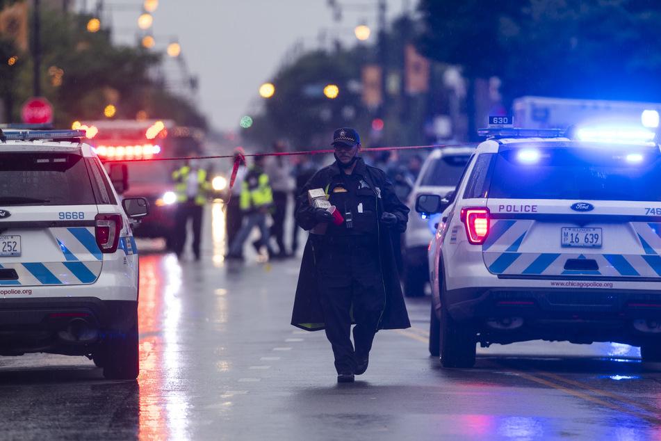 Schießerei bei Beerdigung: Unbekannte feuern aus Auto, 14 Trauergäste verletzt!