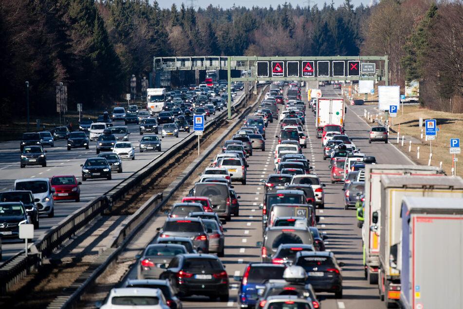Fünf Unfälle im Berufsverkehr: Zehn Kilometer Stau auf der A8