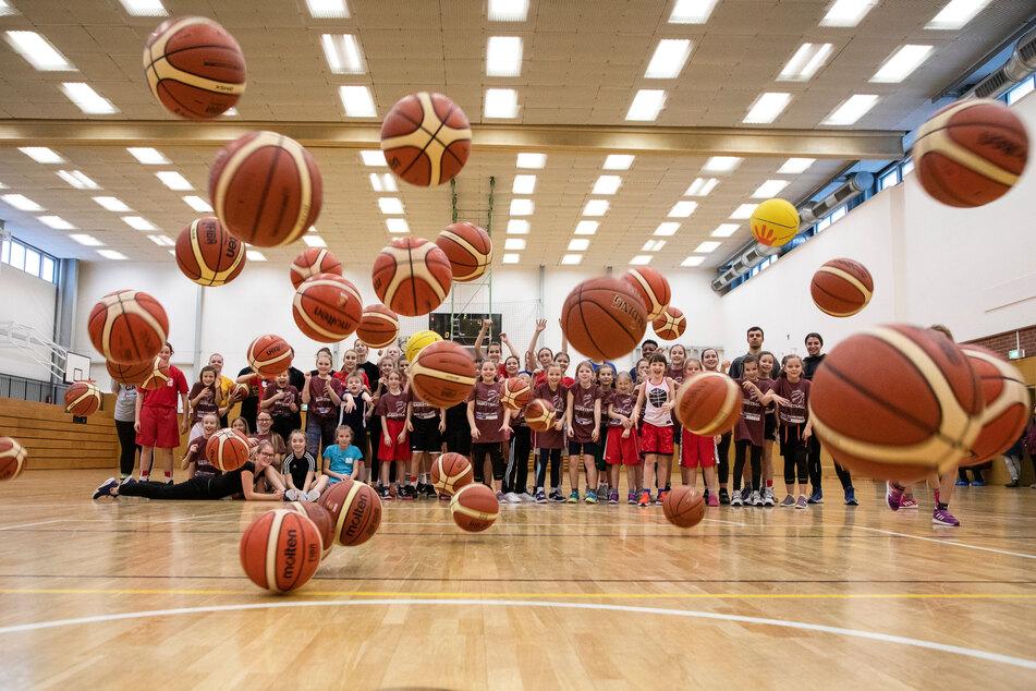 An die (Basket)Bälle, fertig, los! Bei Niners und ChemCats starten Sport-Ferien-Kurse.