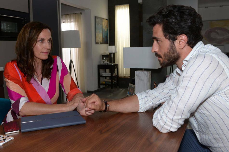Tobias versucht Katrin aufzurichten, die unter dem Kummer ihrer Tochter leidet.