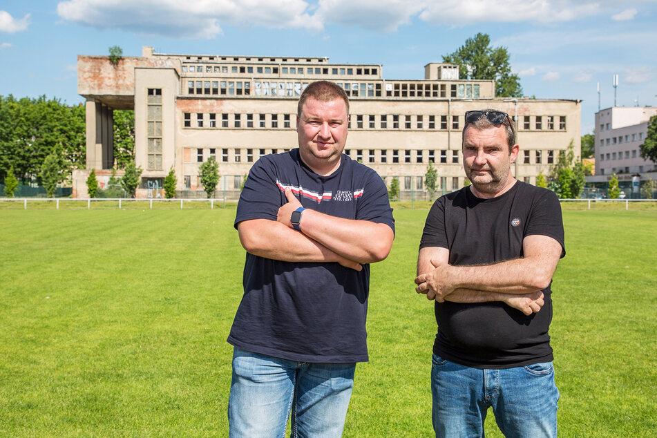 FFC-Vereinsvorsitzender Roland Hönisch (33, l.) und Jugendleiter Kai Grösel (50) fühlen sich von der Stadt übergangen.