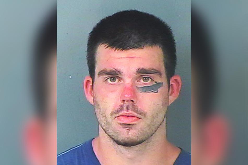 Justin Couch (25) trägt ein Macheten-Tattoo unter dem Auge - und manchmal eine echte Machete in der Hand.