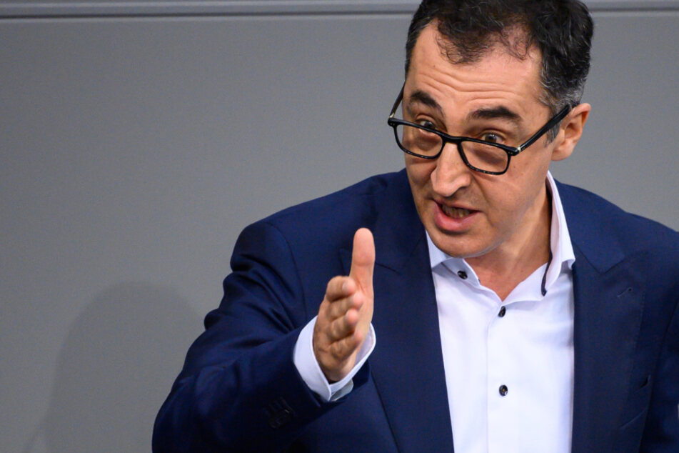 Ex-Grünen-Chef Özdemir warnt vor falschen Instagram-Profilen