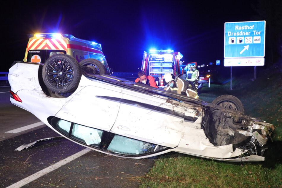 Verkehrsunfall auf der A4: BMW überschlägt sich, Fahrer verletzt