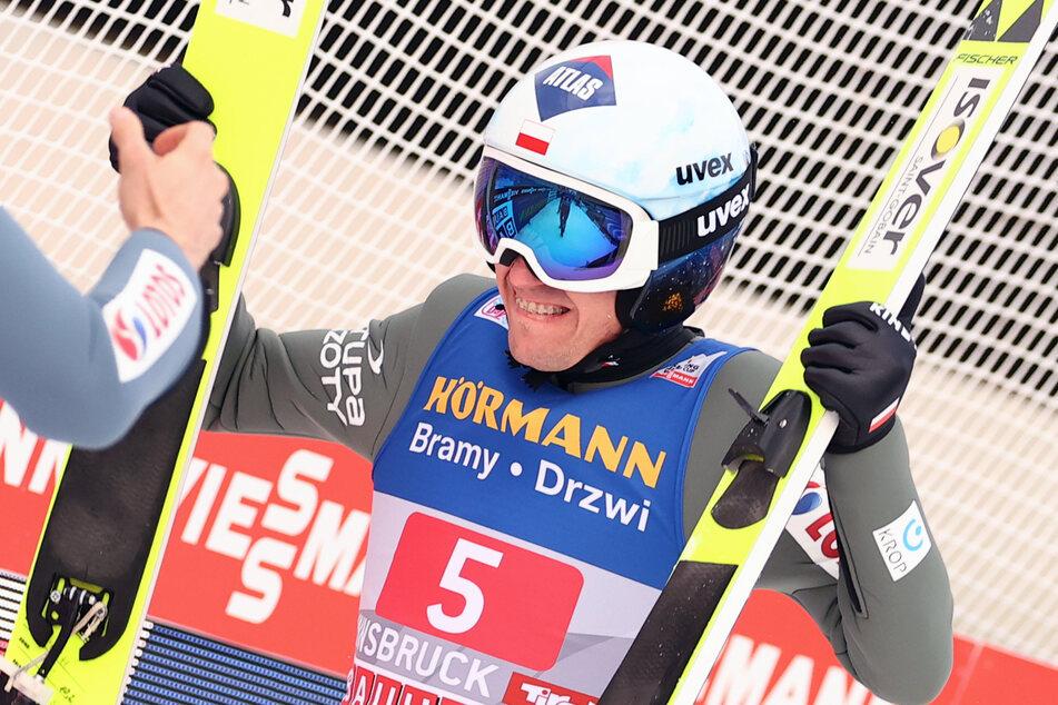 Kamil Stoch hat sich den Sieg gesichert.