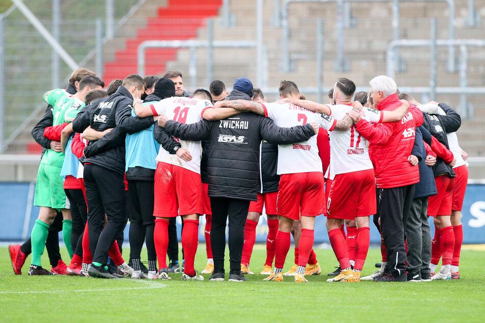 Nach der Partie wurde gleich der Mannschaftskreis gebildet und die Niederlage verarbeitet. Morgen geht es bei Dynamo schon weiter.
