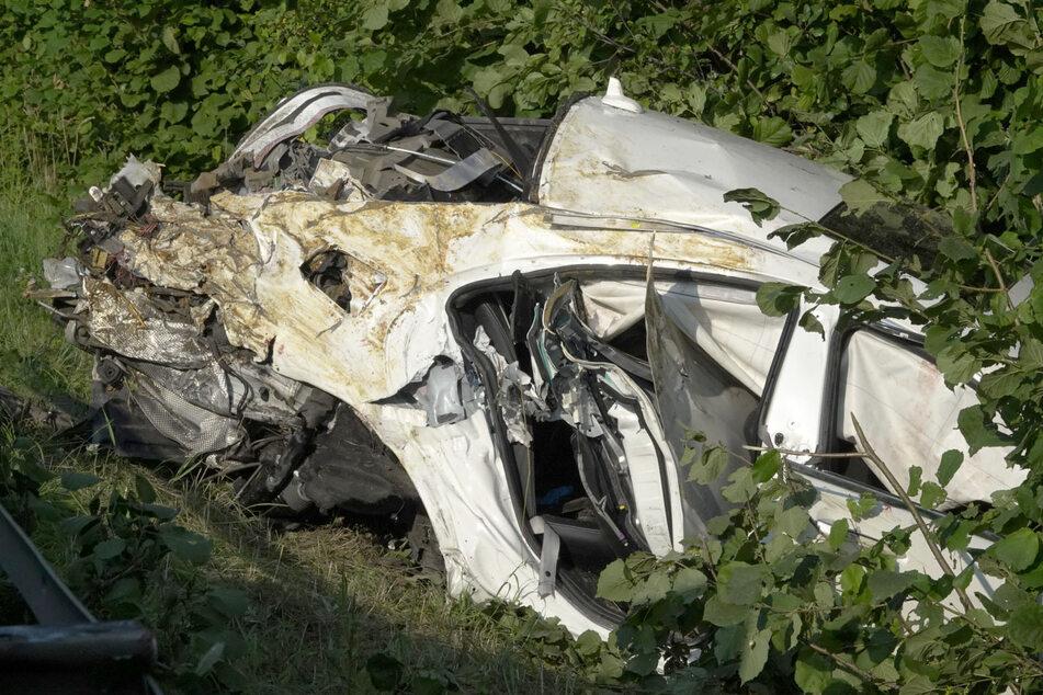Unfall A4: Horror-Unfall durch Reifenplatzer auf A4: Ein Toter (†22), drei Schwerverletzte