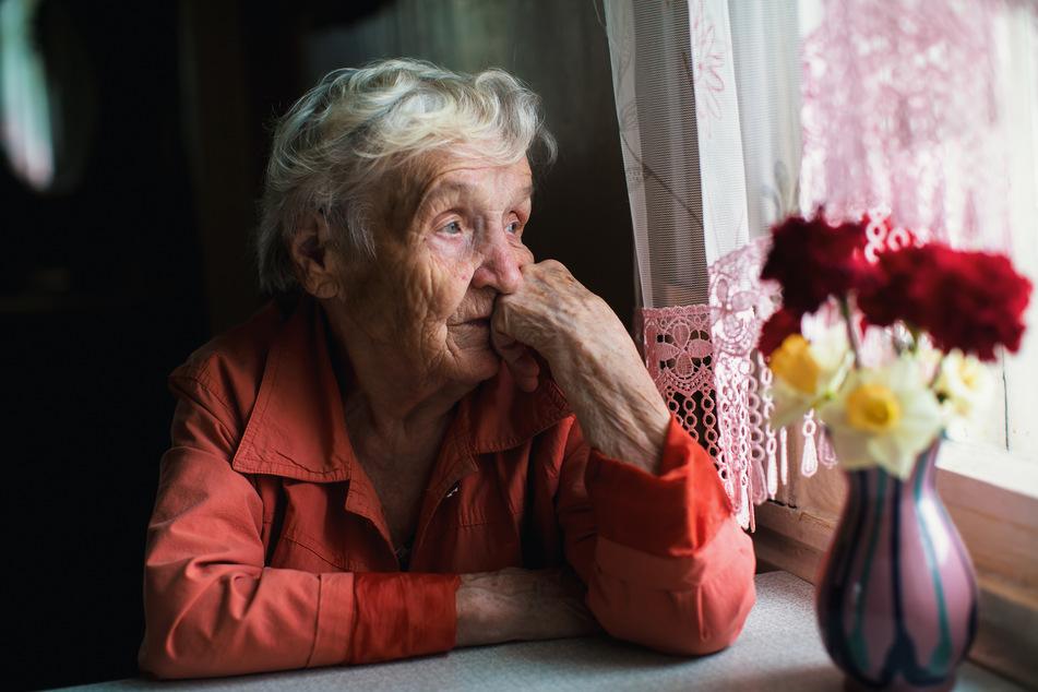 Auch vor der Corona-Pandemie fühlten sich viele alte Menschen bereits einsam, nun dürften viele sogar noch weniger Kontakt zu anderen haben als früher. (Symbolbild)