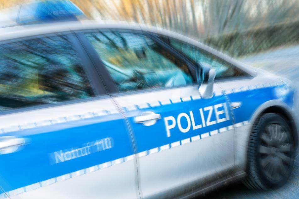 Die Polizei hat auf der A14 neun eingeschleuste Männer in einem Lkw gefunden. (Symbolbild)