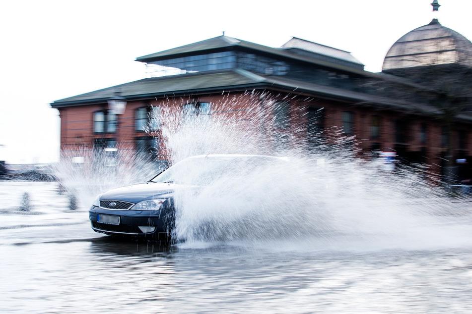 Dass der Fischmarkt unter Wasser steht, ist bei Sturmfluten in Hamburg recht häufig. (Archivbild)