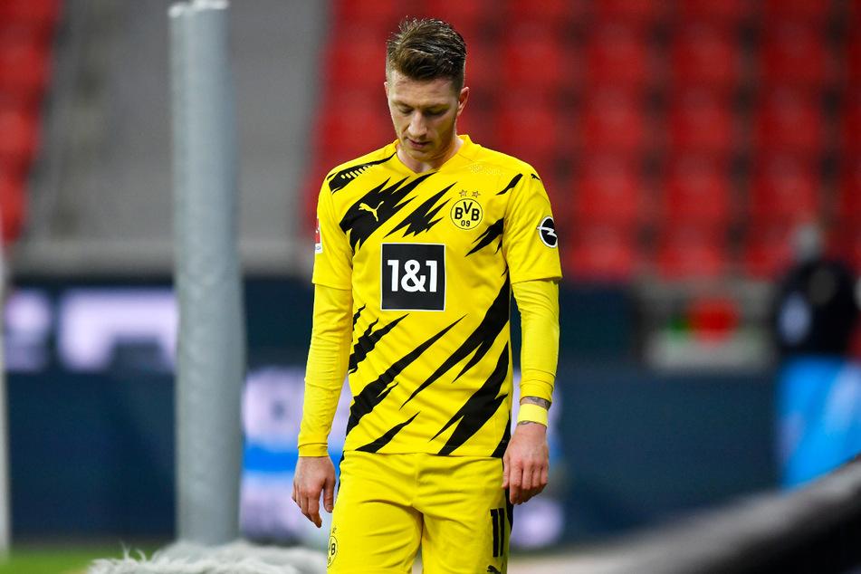 BVB-Kapitän Marco Reus (31) steckt in einem Leistungstief und kann seine Mannschaft deshalb momentan nicht anführen. In Freiburg war er nahezu unsichtbar, bis er nach seiner Auswechslung gefrustet gegen die Ersatzbank schlug und vor sich hin fluchte.