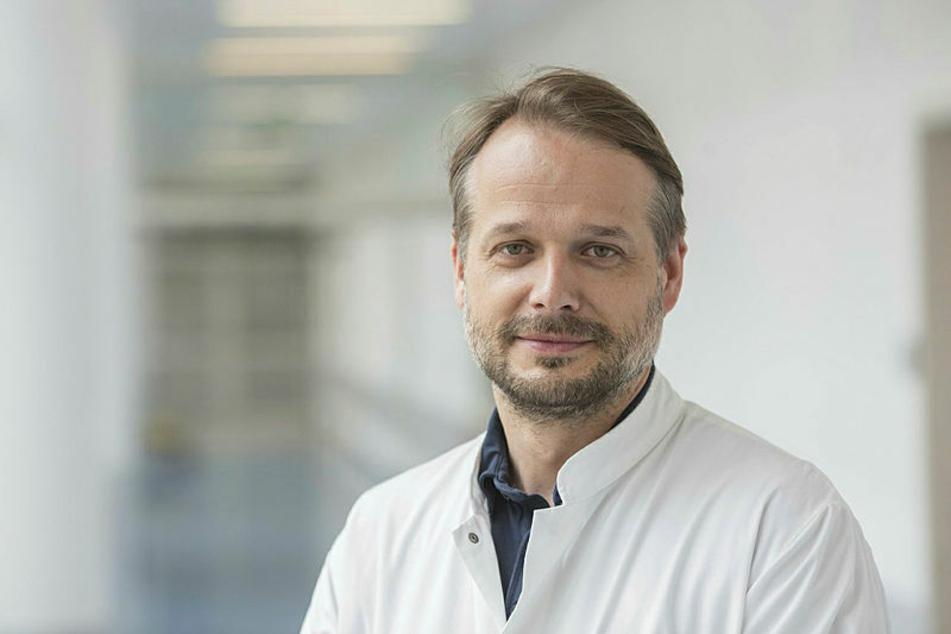 Sucht Knie-Patienten für eine Studie: Prof. Pierre Hepp.