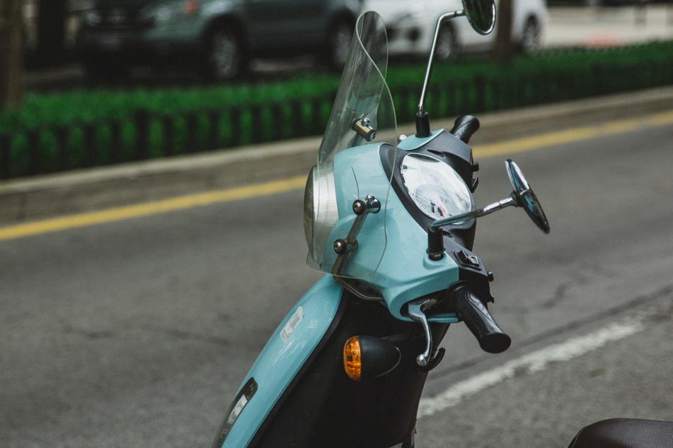 Leipzig-Gohlis: Moped von Unbekannten angezündet und zerstört