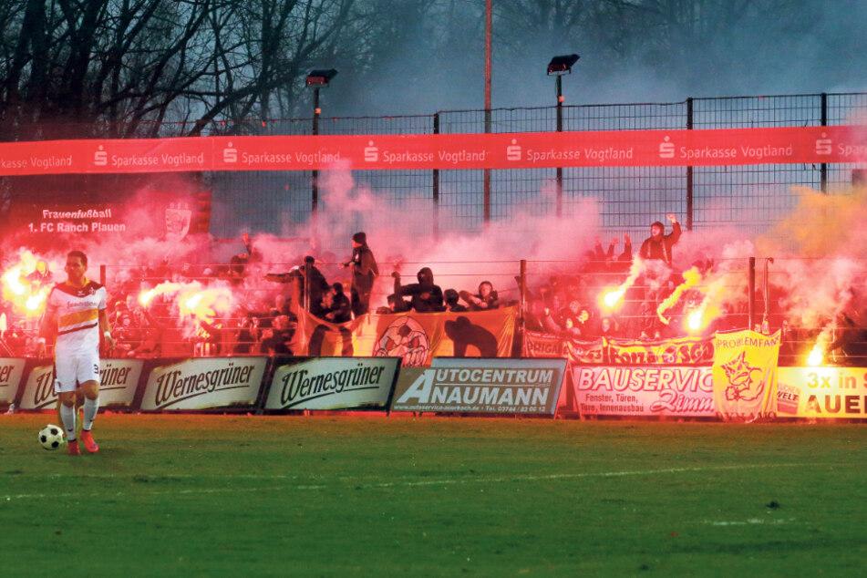 Dynamos Auftritt im November 2015 im Landespokal im Auerbacher Stadion zur Vogtlandweide, wie die Arena inzwischen heißt. Auch im Vogtland gibt es Dynamo-Fanclubs und Mitglieder. Die dürfen am Sonntag nicht nach Dresden.