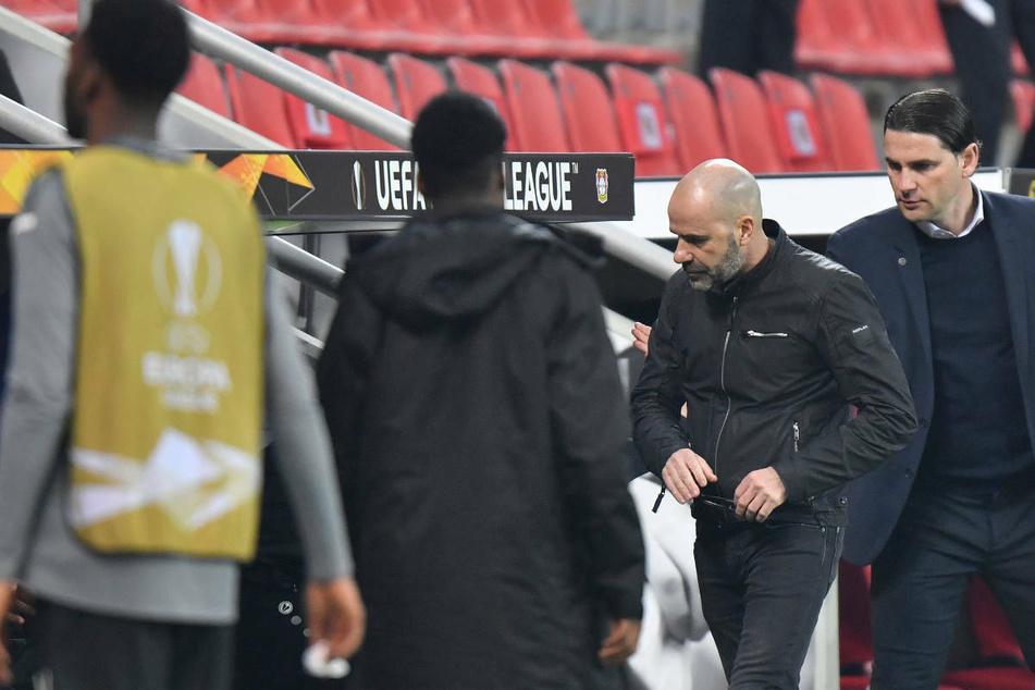 Gerardo Seoane (42, r.) und der damalige Bayer-Trainer Peter Bosz (57, 2.v.r.) nach dem Ausscheiden in der Europa League von Leverkusen gegen Young Boys Bern im vergangenen Februar.
