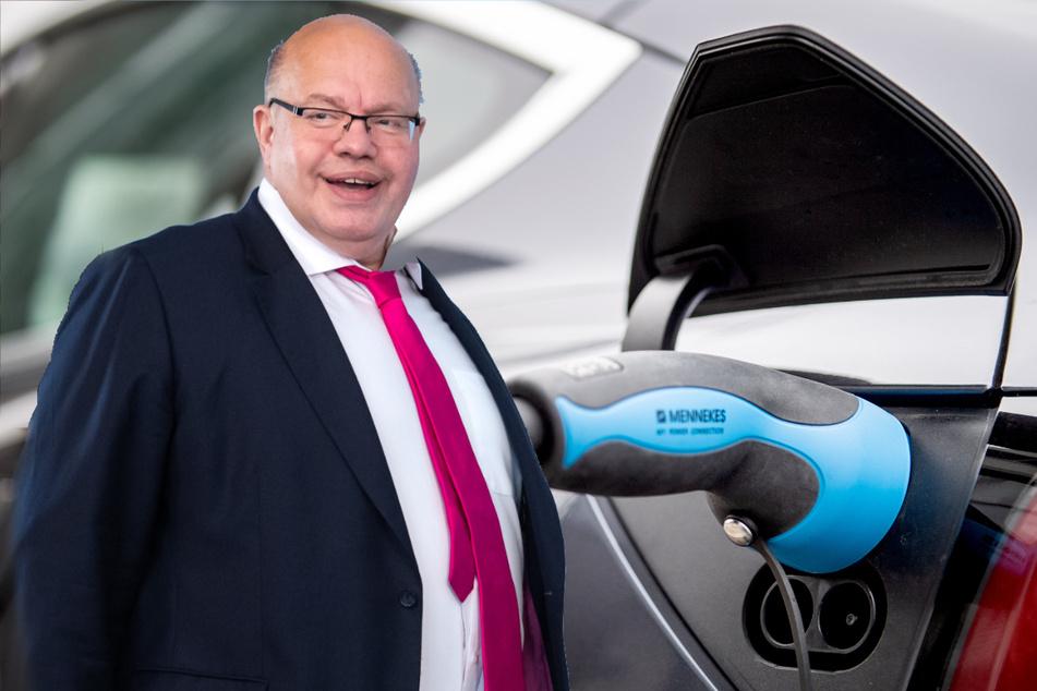 """Peter Altmaier (62, CDU bezeichnet die Zahl an Elektrofahrzeugen als """"Meilenstein""""."""