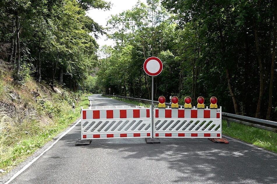 Nach Unwettern in Sachsen-Anhalt ist bei Wernigerode eine Straße gesperrt.