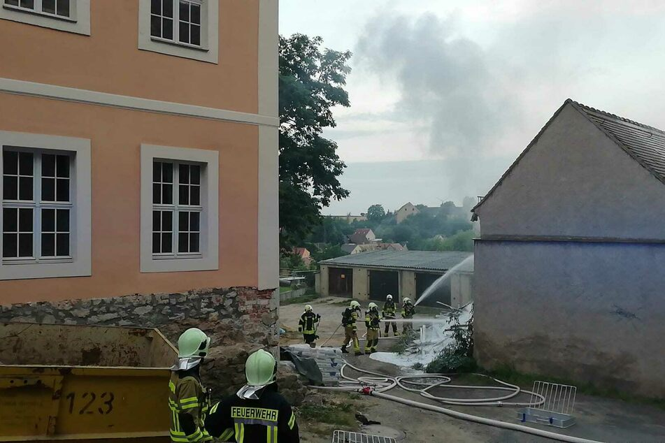 Die Freiwillige Feuerwehr Mutzschen war mit zwei Löschfahrzeugen und zahlreichen Kameraden vor Ort.