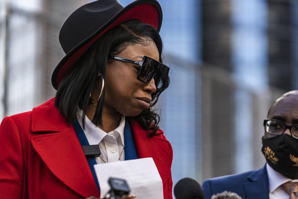 Bridgett Floyd spricht am 8. März, dem ersten Tag des Prozesses gegen den Polizisten Chauvin, über den Verlust ihres Bruders George Floyd.
