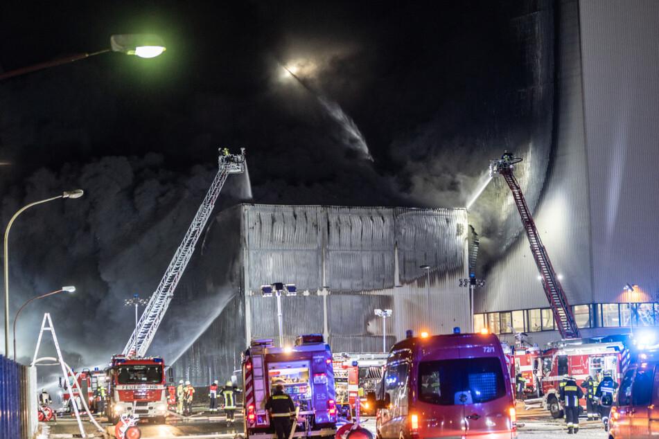 Brand bei Siemens in Nürnberg: 200 Rettungskräfte im Einsatz, Schaden immens!