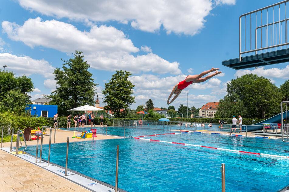 Geht's dieses Jahr ins Schwimmbad? Sachsens Freibäder bereiten Corona-Saison vor