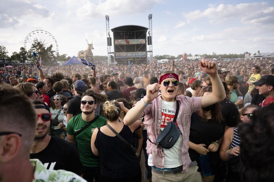 Das Highfield Festival am Störmthaler See nahe Leipzig begrüßt im kommenden Jahr wieder große Acts wie beispielsweise Deichkind, Limp Bizkit und die Beatsteaks. (Archivbild)