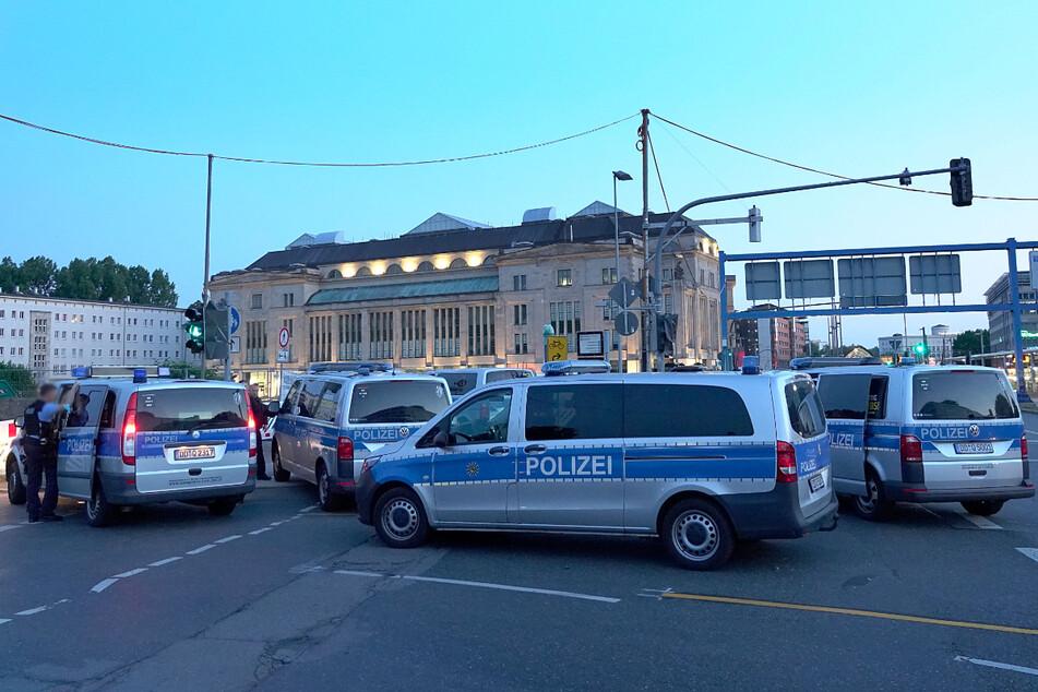 Am Freitagabend sind im Bereich der Zentralhaltestelle mehrere Personen aneinander geraten. Ein 16-Jähriger wurde dabei verletzt.