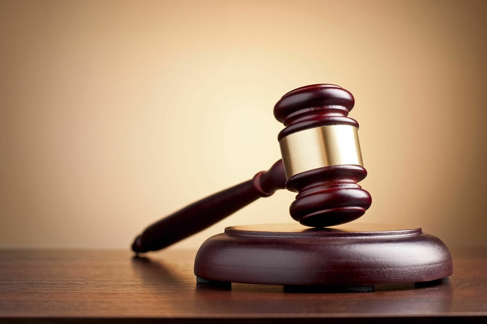 Reizgas gegen Polizisten: Rechtsextremist zu acht Monaten verurteilt