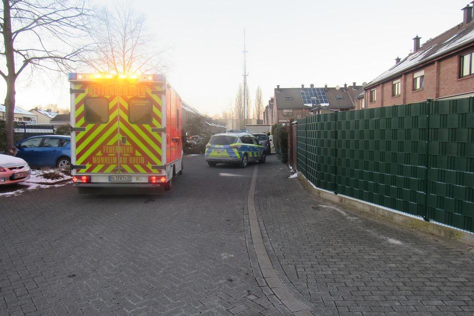 Am Donnerstag hat ein Mann (35) in Monheim am Rhein eine Seniorin (75) mit seinem Auto angefahren. Die Frau wurde schwer verletzt und kam ins Krankenhaus.