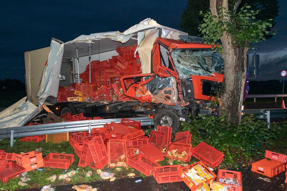 Der völlig demolierte Lkw.