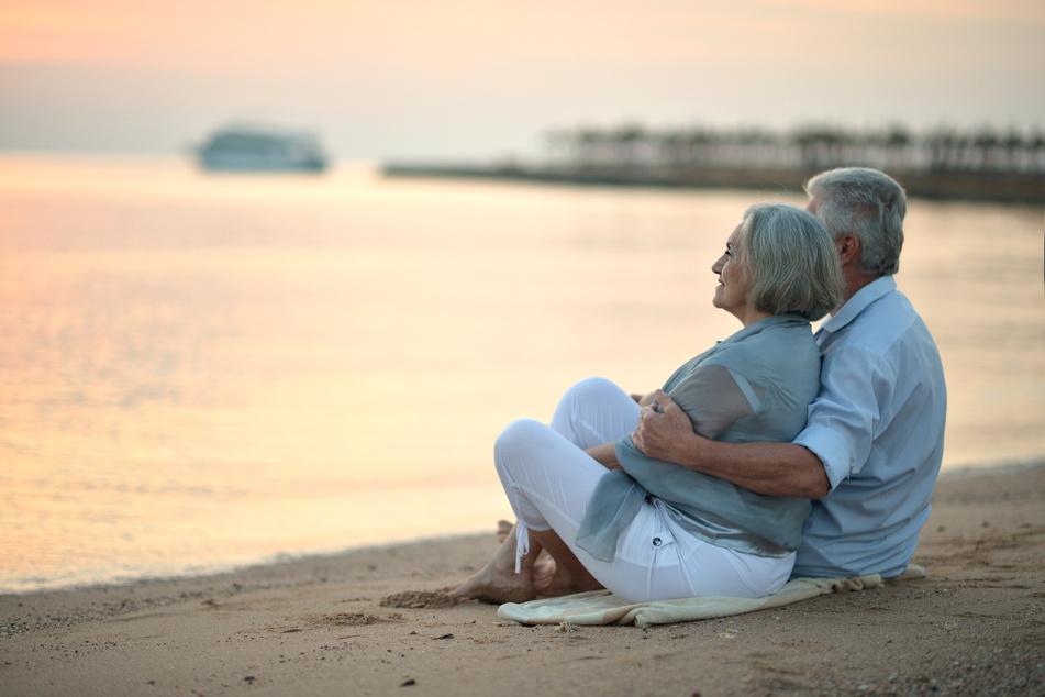 Bild eines älteren Paares. (Symbolbild)