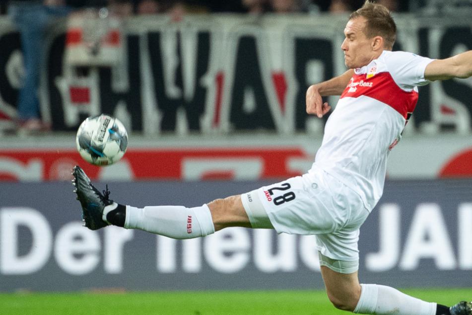In der letzten Partie gegen Arminia Bielefeld: Stuttgarts Holger Badstuber versucht den Ball zu erreichen.