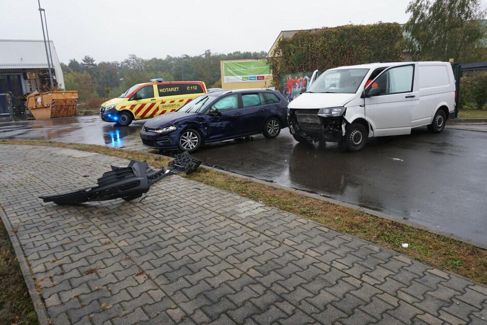Der VW-Fahrer krachte in den Transporter und wurde dabei verletzt.