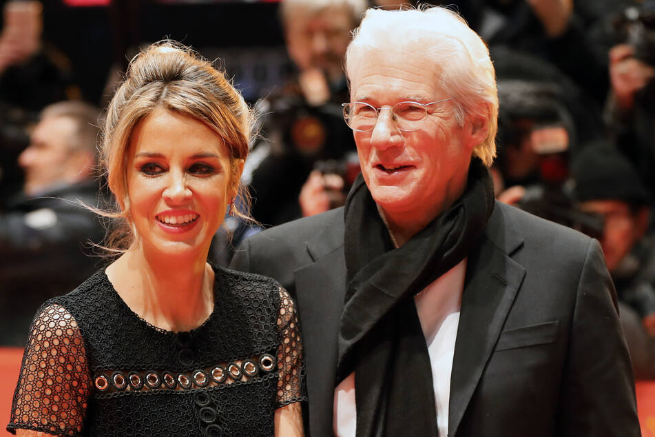 Richard (70) mit Frau Alejandra. Sie ist 33 Jahre jünger als er.