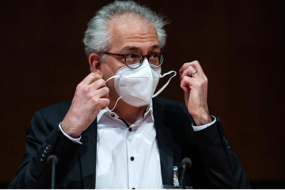 Hessens stellvertretender Ministerpräsident Tarek Al-Wazir (50, Grüne) stellte am Dienstag das neue Corona-Konzept in Wiesbaden vor. (Archivbild)