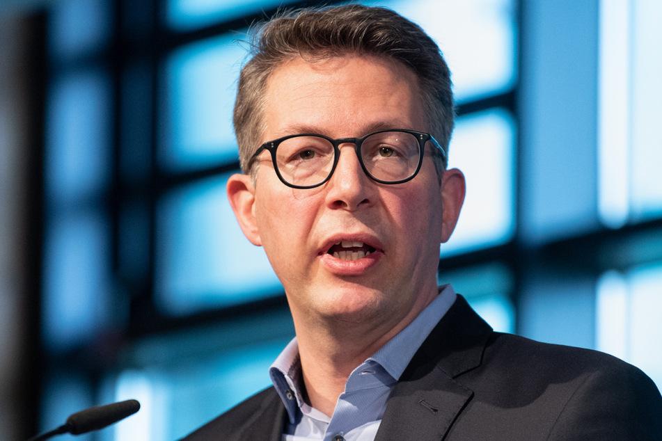 Verantwortungslos! CSU-Generalsekretär Markus Blume (46) hat die Freien Wähler in Bayern beim Thema Corona-Notbremse wegen kritisiert.