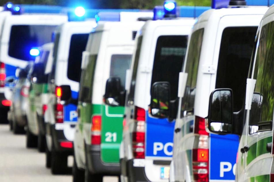 Die Polizei verfolgte das Auto dann von Bünde in Nordrhein-Westfalen über Bad Oeynhausen und Porta Westfalica bis nach Minden. (Symbolbild).