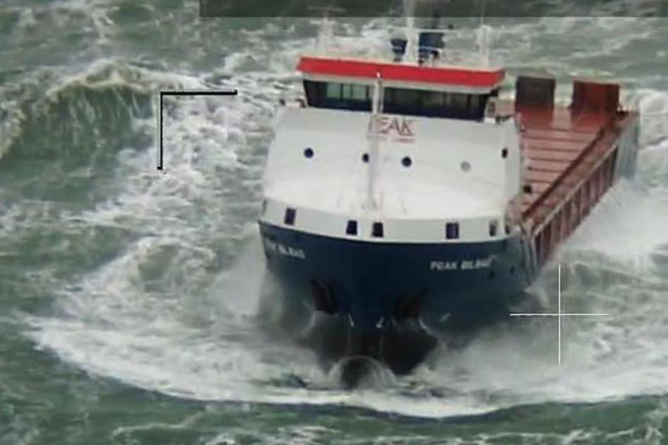 Rettung in Sicht! Havarierter Frachter an Abschleppleine gelegt