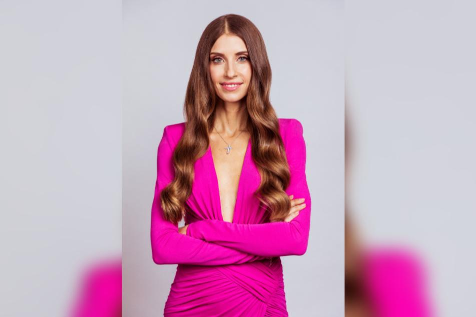 "Cathy Hummels (32) moderiert nun statt Jana Ina Zarella (43) die Show ""Love Island""."