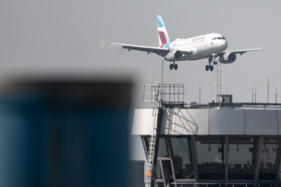 Airport Düsseldorf: Beschäftigte demonstrieren gegen Stellenabbau