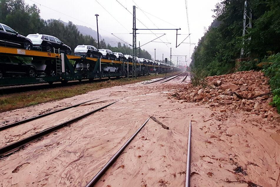 Diese Überschwemmung in der Sächsischen Schweiz macht den Zugverkehr an der Grenze zu Tschechien unmöglich.