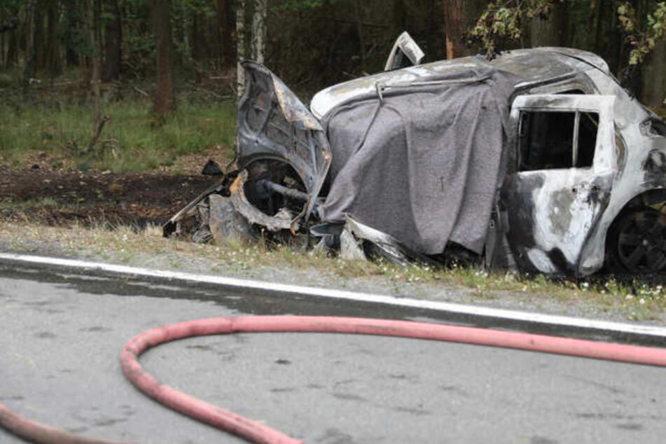 Tödlicher Unfall in Sachsen: Mann verbrennt im Auto