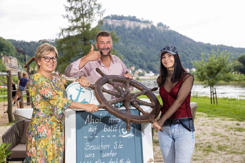"""Eröffneten am Mittwoch das """"Deck 16"""": Ministerin Barbara Klepsch (56, v.l.), Betreiber Sven-Erik Hitzer (58) und Schlagernachwuchs Cammi Salzano (20)."""