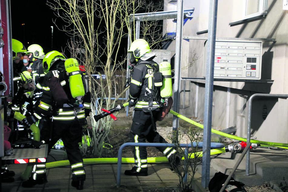 Feuerwehreinsatz in der Paul-Bertz-Straße: Offenbar hatte eine vergessene Zigarette einen Wohnungsbrand ausgelöst.