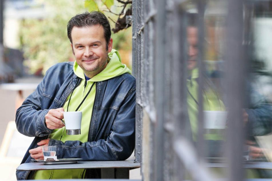 Das Glück steht ihm ins Gesicht geschrieben: Buffo Andreas Sauerzapf (46) hat in Dresden eine zweite Heimat gefunden.