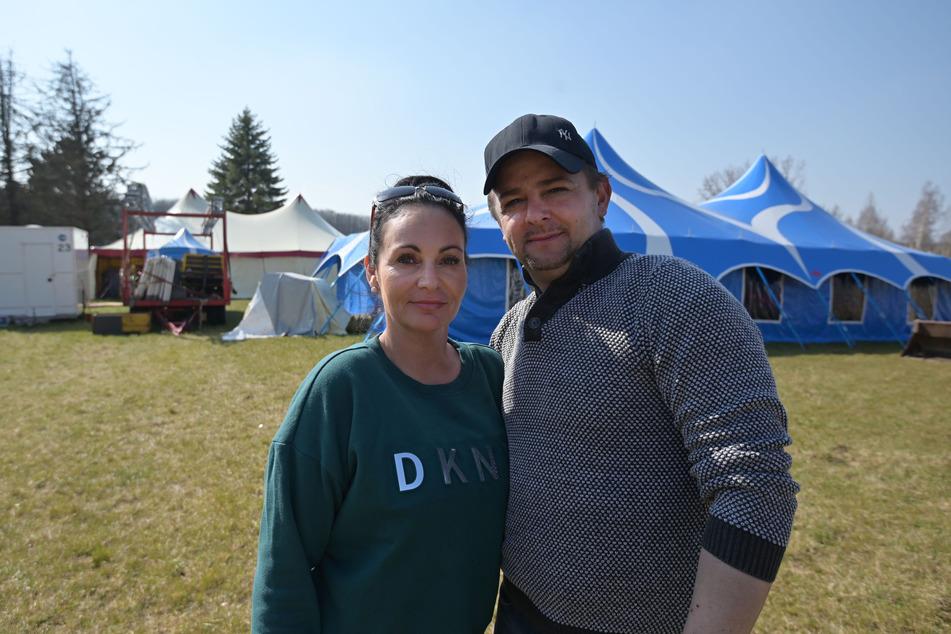 Zum Warten verdammt: Sascha (43) und Katharina Köllner (41) vom Zirkus Piccolino sitzen in Hutholz fest.