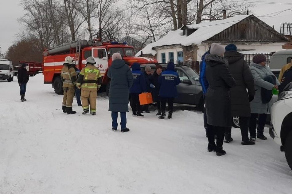 Schneemassen lösen sich von Hausdach: Vier Menschen sterben