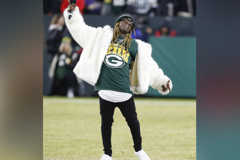 Rap star Lil Wayne is a big Green Bay Packers fan.