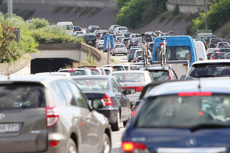 Stau auf der A255 so weit das Auge reicht (Foto: Malte Christians dpa/lbn).